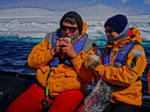 Eis auftauen im Plastikbecher :-)