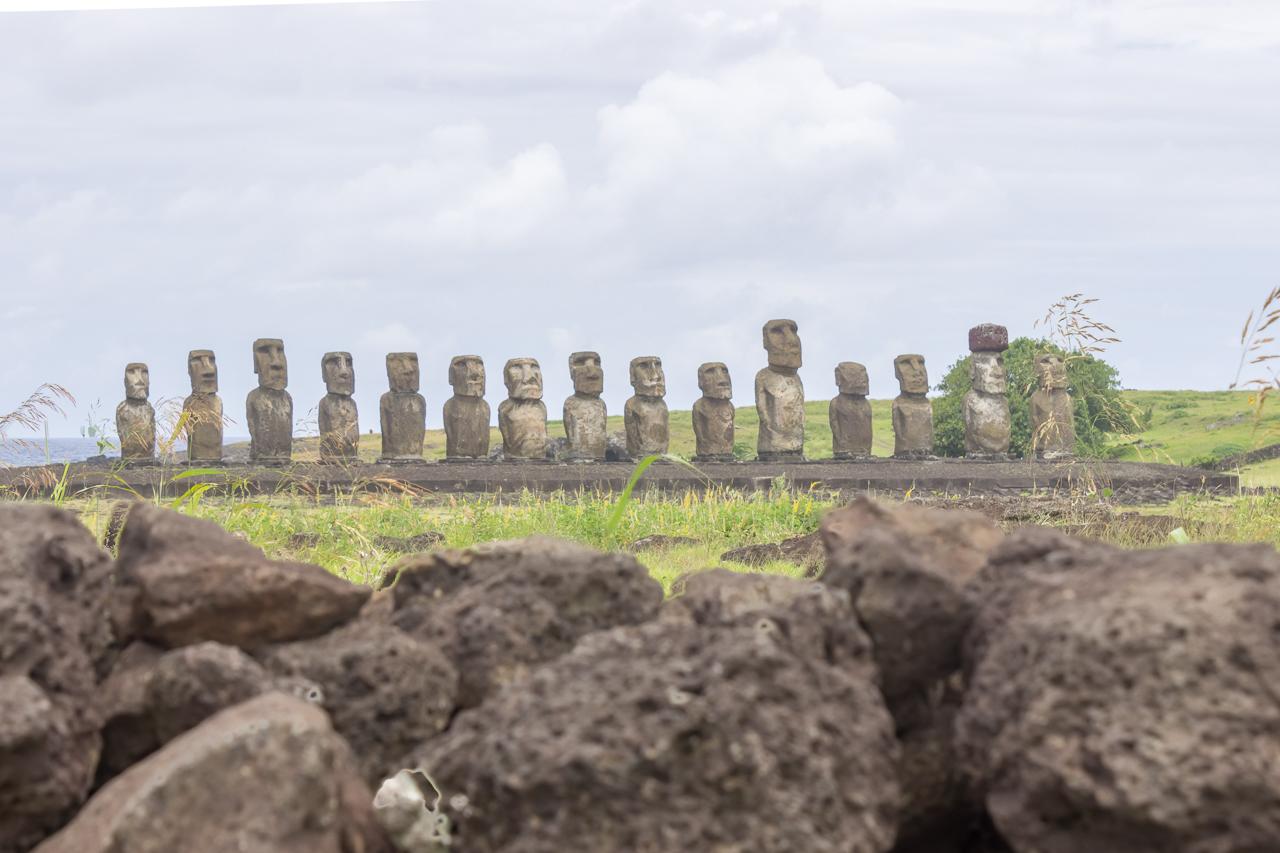 Osterinsel - noch mal der Ahu Tongariki - von hinten haben die keine Gesichter :-)