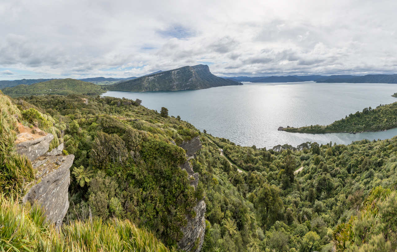 Neuseeland - Nordinsel - Te Urewera National Park - Lake Waikaremoana vom Lou's Lookout