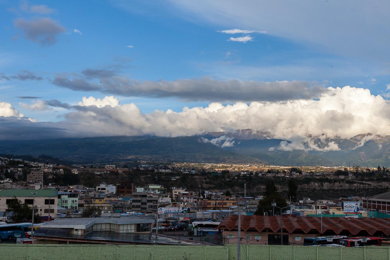 Ambato - Blick Richtung Andenkette