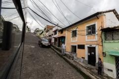Quito - mit dem Bus zum Mitad del Mundo und der Bus bleibt an einer Stromleitung hängen