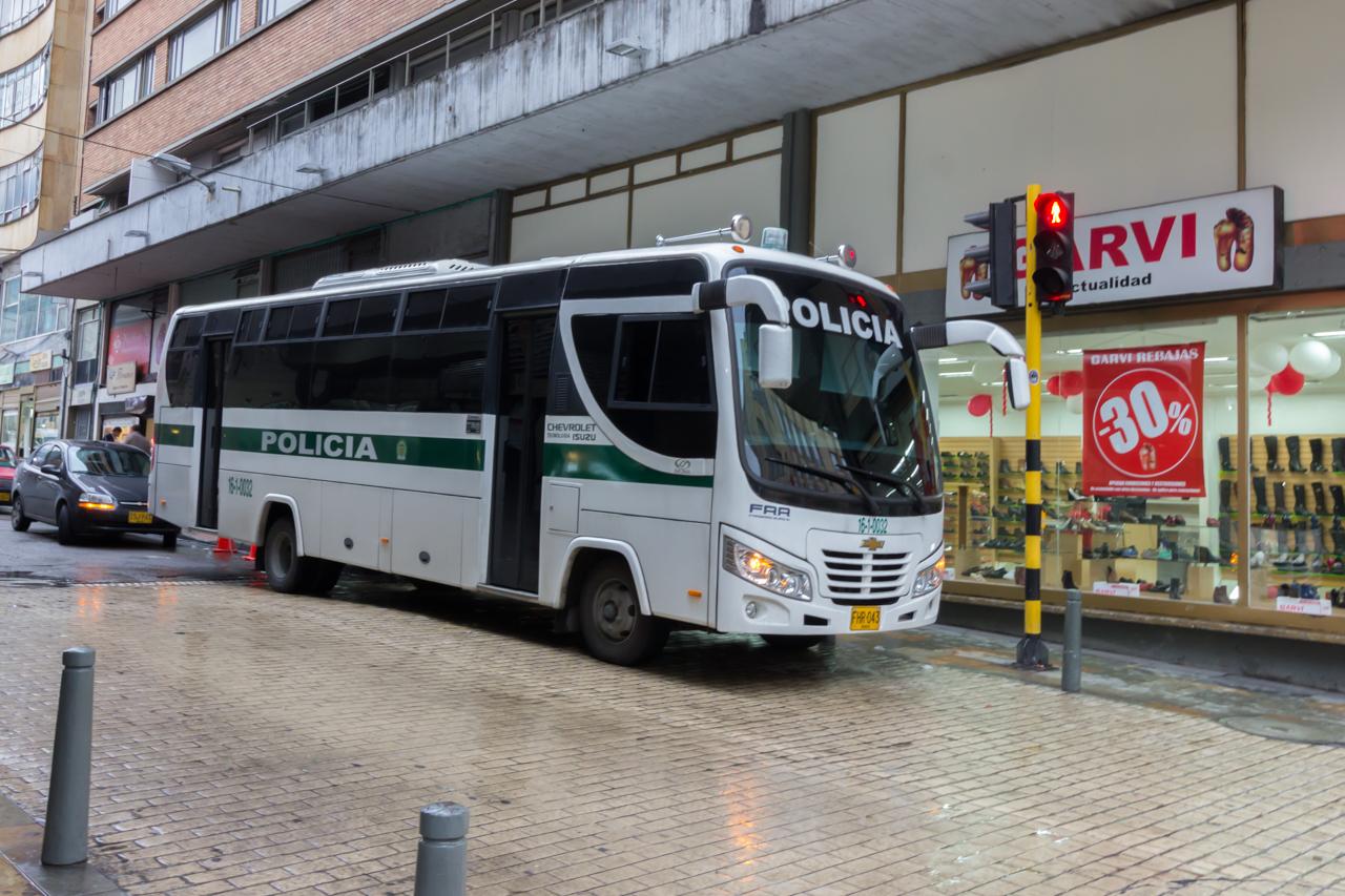 Bogota - Überall Polizeit, Militär und private Security.