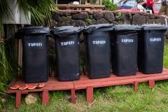Osterinsel - Hanga Roa: es gibt extra Mülltonnen und auch Stühle