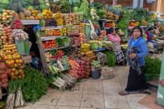 Riobamba - die Gemüsestände sind einfach schön bunt :-)