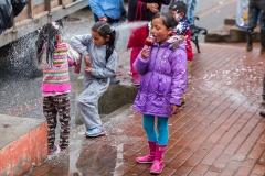 Salinas - am Plaza zum Beginn des Karnevals - einmal Sprühschaum bitte