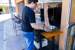 Frisch gegrilltes Schwein in Molina am Busterminal.