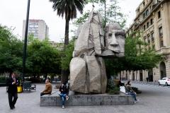 Die Mapuche-Statur auf dem Plaza de Armas in Santiago de Chile