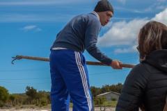 Chiloé - Cailin - Nikolai beim Festmachen des Bootes