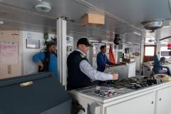 Kapitän Oleg auf der Brücke