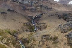 Stromness Harbour: in einiger Entfernung ist der Wasserfall zu sehen