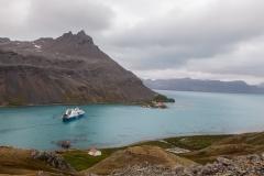 Grytviken - die Ocean Diamond ankert vor King Edward Point