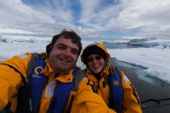 Kinnes Cove: gute Laune bei guten arktischem Wetter :-)