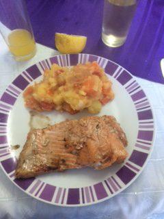 frischer Lachs mit Kartoffel-Möhren-Zwiebel-Knoblauch-Stampf :-)