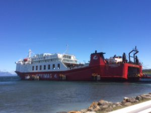 Die Navimag-Fähre im Hafen von Puerto Natales