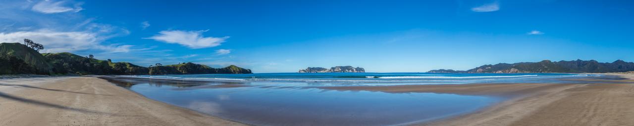 Neuseeland - Great Barrier Island - am Strand bei Whangapoua, Blick auf Rakitu