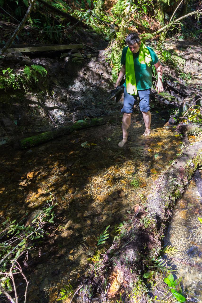 Neuseeland - Nordinsel - Manawatu Scenic Route - Glühwürmchenhöhle mit Flussdurchquerung - Ausrüstung ist alles :-)