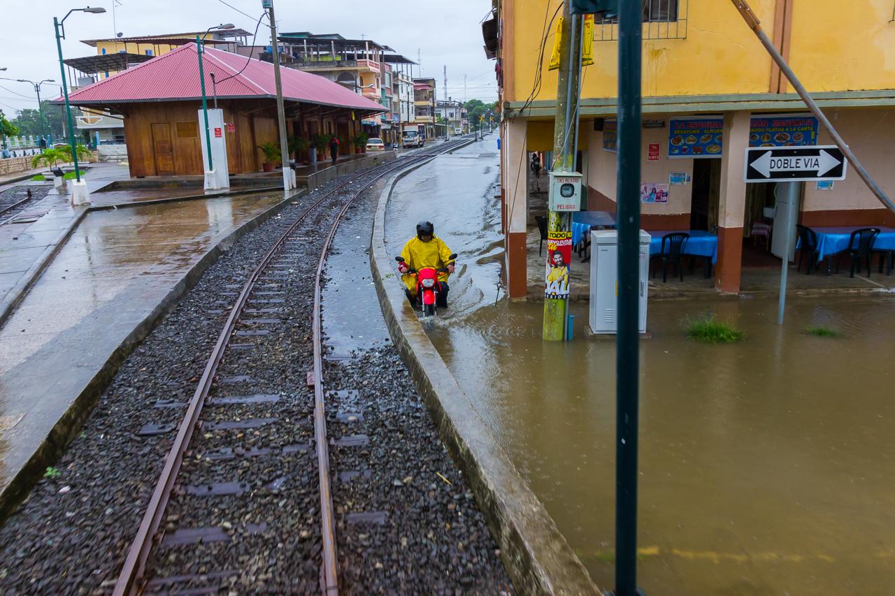 Ecuador - Tren de la Dulzura - Land unter in Yaguachi
