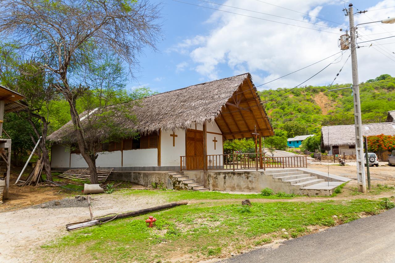 Agua Blanca - die Kirche im Dorf