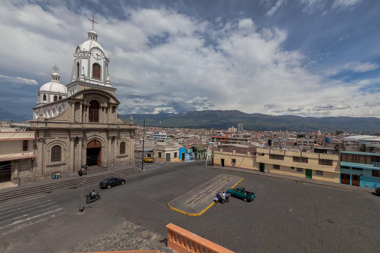 Riobamba - im Hintergrund die Anden