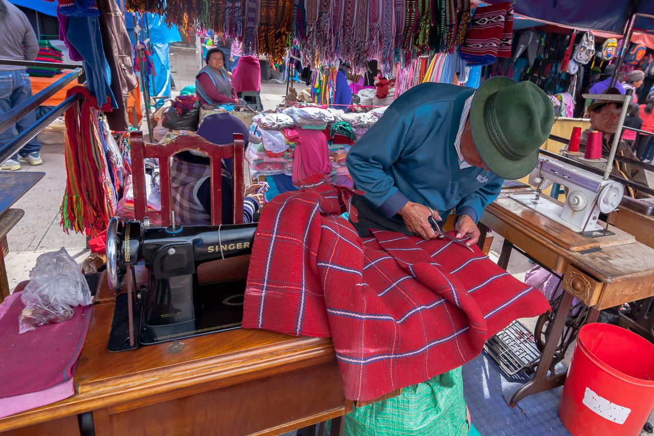 Riobamba - Kleidung kann gleich vor Ort angepasst werden