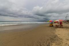 Montañita - am Strand war bei Sonnenschein mehr los
