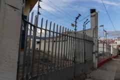 Ambato - in Mitten der Innenstadt sind die Häuser mit elektrischen Zäunen gesichert