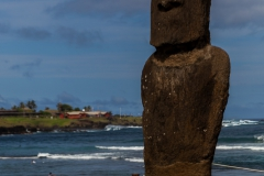 Osterinsel - Hanga Roa: der erste Moai, direkt im Zentrum