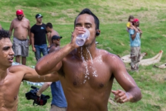 """Tapati Rapa Nui - """"Triathlon"""" am Rano Raraku - dritter Teil: noch eine halbe Runde um den See laufen"""