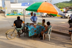 Puerto Lopez - mobiler Grill am Straßenrand