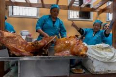 Riobamba - Mercado Merced - Samstags mit frisch gegrillten Schwein