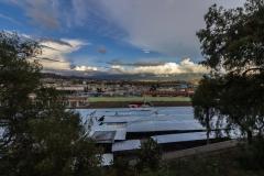 Ambato - und auf einen Markt voller Wellblech-Hütten