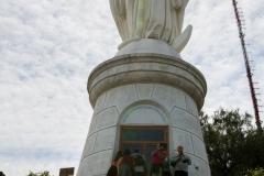 die Maria Statur auf dem Hügel