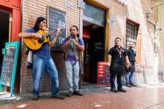 Straßenmusiker im Studentenviertel