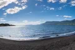Am schwarzen Strand.