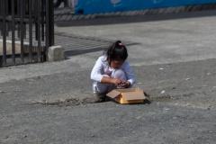 Chiloé - Quellón - so wenig los, dass die Kinder auf der Straße spielen können