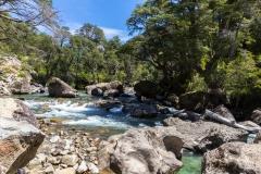 Straße der sieben Seen - Provinz Neuquén in Argentinien - kurzer Halt an einem Fluss