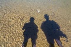 Straße der sieben Seen - Provinz Neuquén in Argentinien - Schattenselfi mit Füßen