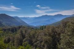 Straße der sieben Seen - Provinz Neuquén in Argentinien - Valle del arroy Pil Pil mit Blick auf den Lago Lácar