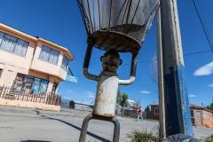 Puerto Natales - die Müllsäcke werden in solchen Körben gelagert - wegen dem Wind