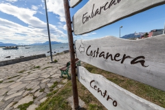 Puerto Natales - wer 2 Meter vor der Uferpromenade noch ein Hinweisschild braucht, steht im Nebel