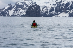 Point Wild, Elephant Island: ein einsamer Kayaker