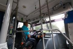 Der Fahrer im Micro (kleiner Bus)